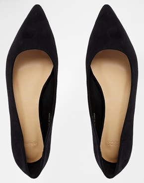 shoes, aw14 shoes, flat shoes, flat shoe trends, pointy shoes, pointy flat shoes, pointed flat shoes, pointed black shoes, pointed pumps, pointed shoes, pointed nude shoes, nude shoes, nude ballet flats, shoe styles, fashion, shopping, cheap shoes, asos shoes
